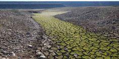 Gli effetti del cambiamento climatico, ecco cosa devi sapere A tali fattori naturali secondo la teoria del Global warming si aggiunge l'influenza dell'uomo che attraverso l'uso di combustibili fossili immette nell'atmosfera grandi quantità di CO2, metano e alt