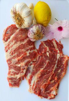 """""""Abanico Ibérico""""  Su nombre de abanico viene dado por la forma que tiene al obtenerlo de la parte superior del costillar del cerdo ibérico. Carne muy jugosa y tierna, de gran aceptación y muy demandada por los consumidores. Ideal para consumirla a la plancha o a la brasa. Síguenos y conoce más en nuestra web.  #carne #carnesibericas #jamón #artesanosibericos #artesanía #recetas #cerdo #ibericos #pig #ham #meat"""