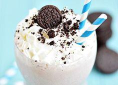 Double Chocolate Oreo Milkshake - A double chocolate Oreo milkshake with a cookie crumb layer and mini chocolate chips. Vanilla Cookies, Ice Cream Cookies, Oreo Cookies, Chocolate Chip Cookies, Oreo Shake, Oreo Milkshake, Milkshake Recipes, Mini Chocolate Chips, Best Chocolate