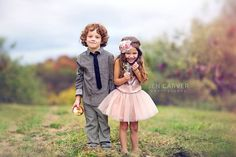1402428_10151654207221759_17990051_o.jpg (1380×920). super duper cute! field with little boy and little girl. definately would like to use this for inspiration at my next photo session!  https://www.facebook.com/jencarverphotography