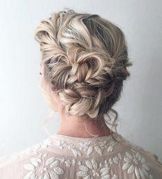 Beautiful boho braid updo wedding hairstyle #weddinghair #bridalhair #hairstyle #bohobraid #weddinghairstyle #knottedbraid #updos #upohair