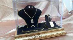 Jewelry set. IG @medina_rumahseserahan #sewaseserahan #seserahanelegan #trayukir #traykayu #goldentray #seserahanpernikahan #seserahankawin #medinarumahseserahan #seserahanjakartaselatan