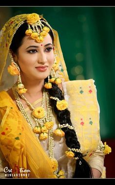 Jwellery for haldi ceremony Flower Jewellery For Haldi, Indian Wedding Jewelry, Indian Bridal, Flower Jewelry, Bridal Mehndi Dresses, Bridal Outfits, Bridal Chura, Bridal Braids, Lovely Girl Image