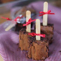 Encontrando Ideias Picnic Food List, Healthy Picnic Foods, Picnic Snacks, Picnic Dinner, Vegetarian Picnic, Picnic Ideas, Bake Sale Packaging, Brownie Packaging, Food Truck