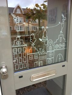 Free template and examples with chalk marker - Mamal Liefde.nl - Crayon window drawings Sinterklaas & Christmas with examples and free templates of canal houses – - Window Markers, Christmas Window Decorations, Window Art, Chalkboard Art, Diy Weihnachten, Diy For Kids, Diy And Crafts, Christmas Crafts, Diy Projects