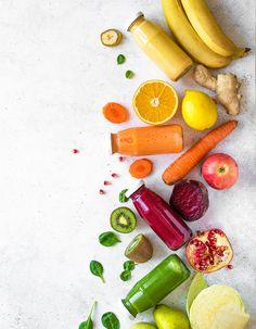 Une taille en moins avant la fin de l'été ? Mission impossible, c'est pourtant la promesse des smoothies verts, ces jus de fruits et légumes détox, qui luttent contre la rétention d'eau. Cinq smoothies minceur, healthy et anti-gonflette, à tester sans tarder. Fruit Detox, Fruit Smoothies, Detox Drinks, Healthy Smoothies, Smoothie Vert, Herbalife, Juice, Cocktails, Favorite Recipes
