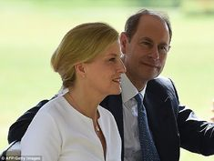 February 1, 2018 ~ TRH The Earl and Countess of Wessex enjoyed a visit to the botanical gardens and Kandy on day 2 of their official visit to Sri Lanka.