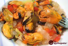 Mejillones con picadillo de hortalizas a la vinagreta, un clásico de la cocina y de las tapas, receta sencilla, rápida de hacer, muy sabrosa y ligera. Preparación paso a paso, consejos y fotos.