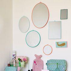Spiegel groß oval mit Rahmen in Neon Coral von rice