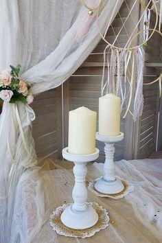 Center Piece με λευκά vintage Κηροπήγια για diy στολισμό γάμου. Πατήστε στην εικόνα και δείτε περισσότερες ιδέες διακόσμησης γάμου.  #weddingcenterpieces #goldwhitewedding #elegantweddingdecor #elegantweddingdecoration #elegantcenterpiecce #goldcenterpiece #weddingtrends #weddinginspiration #goldwedding #γαμος #διακοσμησηγαμου #γαμος2020 #wedding2020 #barkasgr #barkas #afoibarka #μπαρκας #αφοιμπαρκα #imaginecreategr Candle Holders, Candles, Wedding Ideas, Vintage, Porta Velas, Candy, Vintage Comics, Candle Sticks, Wedding Ceremony Ideas