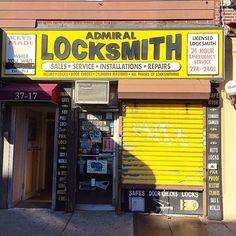 GaryさんはInstagramを利用しています:「Admiral Locksmith established 1952 in Astoria, Queens. #astoria #astoriaqueens #myqueens #storefront #storefronts #momandpopshop #signage…」