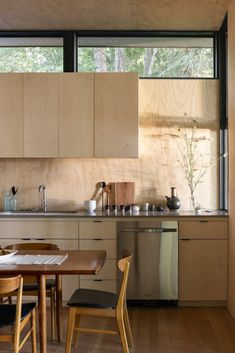 Photo 3 of 5 in Top 5 Kitchens of the Week With Warm Wood Details from Hood Cliff Retreat - Dwell Interior Modern, Interior Simple, Kitchen Interior, Diy Interior, Plywood Interior, Coastal Interior, Layout Design, Küchen Design, Design Ideas