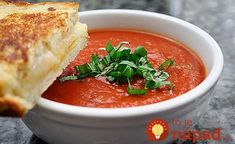 Easy Tomato Soup - Easy Tomato Soup is an old time recipe using crushed tomatos, heavy cream . Tomato soup is great as a starter or together with your favorite sandwich as a warming main course. Creamy Vegetable Soups, Creamy Tomato Basil Soup, Healthy Foods To Eat, Healthy Eating, Healthy Recipes, Easy Recipes, Amazing Recipes, Stuffed Pepper Soup, Stuffed Peppers