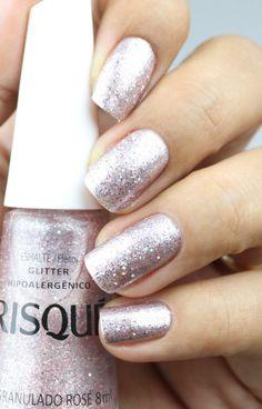 Esmalte Glitter Rosé perfeito para o Ano Novo, Natal, Festa de Formatura, Casamento e ocasiões especiais.