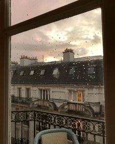 Paris 3, Parisienne Chic, City Aesthetic, Travel Aesthetic, Oui Oui, Rainy Days, Belle Photo, Aesthetic Pictures, Beautiful Places
