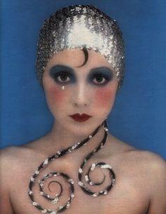1971 Biba-esque makeup & sequins...Im going to use this as my next makeup inspiration...love!!...b♡