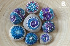 DIY Mandala Stones Tutorials colorful-crafts.com