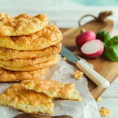 Norwegian recipe for Cloud bread Vegan Treats, Vegan Desserts, Vegan Runner, Vegan Gains, Low Carb Recipes, Healthy Recipes, Baked Bakery, Norwegian Food, Cloud Bread