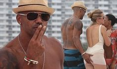 Shemar Moore pats a fan's derriere on the beach #DailyMail