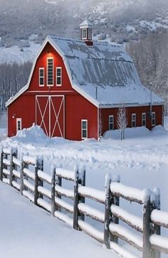 Bright red barn in winter with snow in breathtaking setting. Winter and holiday inspiration. Country Barns, Country Life, Country Living, Country Roads, Barn Pictures, Snow Pictures, Barn Art, Farm Barn, Country Scenes