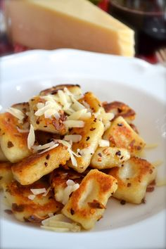 Gnocchi with Garlic & Parmesan Fried Gnocchi with Garlic & Parmesan--Easy step by step photos!Fried Gnocchi with Garlic & Parmesan--Easy step by step photos! Vegetarian Recipes, Cooking Recipes, Cooking Cake, Fast Recipes, Healthy Recipes, Food Porn, Cuisine Diverse, Garlic Parmesan, Fried Garlic