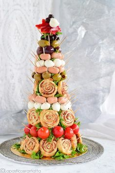 Excellent Christmas sweets info are offered on our website. Take a look and you wont be sorry you did. Vegan Recipes 4 Ingredients, Vegan Recipes Easy, Healthy Christmas Recipes, Holiday Recipes, Christmas Appetizers, Christmas Desserts, Baking Recipes For Kids, Large Christmas Baubles, Christmas Cross