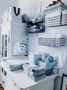 Wire baskets on wall Baby Room Furniture, Baby Boy Room Decor, Baby Room Design, Baby Bedroom, Baby Boy Rooms, Baby Room Ideas Early Years, Baby Room Neutral, Organiser, Wire Baskets