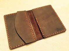 Удобный летний кошелек #piggybank ручной работы из натуральное кожи crazy horse. Отделение для монет-он же потайной карман, 2 отделения для кредитных карт, 2 отделения для денег. Или же на ваше усмотрение.