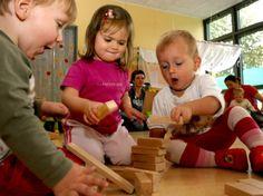 Der dänische Familientherapeut Jesper Juul rät Eltern zu mehr Gelassenheit in der Erziehung und zu einem Umgang auf Augenhöhe.