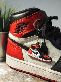 9 idées de Porte clés sneakers en 2021   basket de marque, yeezy ...