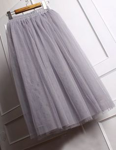 A very sweet piece of skirt for modern romantic princess like you : ) Glams up any days.  Perfect for a stroll in the weekends, great to attend any party, even perfect for your bridesmaids for a retro