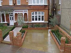 Traditional Victorian Fronts The design of the front garden was abandoned i. - Traditional Victorian Fronts The design of the front garden was abandoned i… - Victorian Front Garden, Victorian Terrace, Victorian Homes, Victorian Gardens, Front Garden Ideas Driveway, Driveway Design, Backyard Garden Landscape, Small Backyard Gardens, Small Gardens