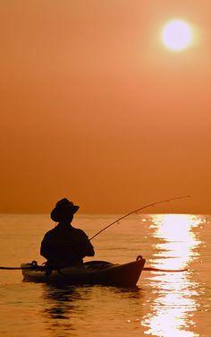 Things You Should Consider When Going Deep Sea Fishing Deep Sea Fishing, Gone Fishing, Best Fishing, Kayak Fishing, Fishing Cat, Fishing Gloves, Fishing Knots, Fishing Shirts, Fishing Reels