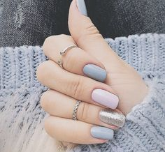 False nails have the advantage of offering a manicure worthy of the most advanced backstage and to hold longer than a simple nail polish. The problem is how to remove them without damaging your nails. Shellac Nails, Diy Nails, Cute Nails, Nail Polish, Pretty Nails, Acrylic Nails, Pink Manicure, Stiletto Nails, Manicures