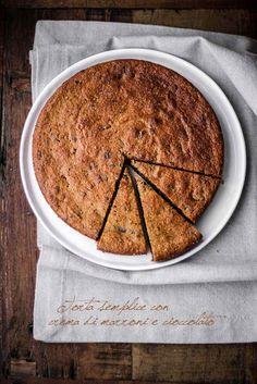 Torta con mandorle, cioccolato e crema di marroni.