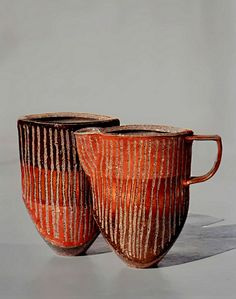 Cup and pitcher by Dutch ceramic artist Döerte Ahrenkiel. via Venice Clay Artists. Pottery Mugs, Ceramic Pottery, Thrown Pottery, Slab Pottery, Earthenware, Stoneware, Sculptures Céramiques, Ceramic Sculptures, Ceramic Techniques