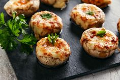 Stuffed Mushrooms Easy Recipe with sauteed mushrooms and garlic. This easy recip… Stuffed Mushrooms Easy recipe with sautéed mushrooms and garlic. This easy recipe will allow you to make stuffed mushrooms in no time. Easy Mushroom Recipes, Food Porn, Cooking Recipes, Healthy Recipes, Keto Recipes, Baked Chicken Recipes, Food Dishes, Stuffed Mushrooms, Garlic Mushrooms
