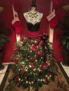 Mannequin Christmas Tree, Dress Form Christmas Tree, Xmas Tree, Candy Christmas Decorations, Christmas Tree Themes, Christmas Holidays, Modern Christmas, Christmas Christmas, Manequin