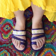 9bee7d2cc5ef Leather Sandals Woman Mexican Shoes-Purple Vintage Style 1970s-Floral-Flip  Flops-Hippie-BOHO-Tribal-Shoes-Summer-Handmade Sandals-Huaraches