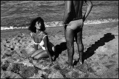 Elisabeth Taylor en «Y de repente, el último verano»  Elizabeth Taylor durante la filmación de «Y de repente, el último verano» en la playa de Sagaró en 1959 Burt Glinn / Magnum Photos  «El arte detrás de las cámaras» exhibe fotos nunca antes expuestas de los rodajes de películas míticas durante Cannes
