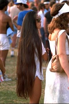 My hair is about 6 inches away from being this long. So beyond fabulous... Can't wait until mine is this long!