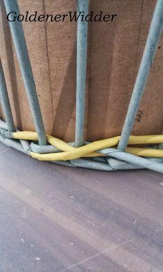 """Плетение из газетных трубочек: Узор """"крестики"""" одинарной трубочкой внутри. Нечётное количество. Круглая форма. Bedroom Crafts, Diy Home Crafts, Newspaper Crafts, Diy Storage, Basket Weaving, Crafty, Quilts, Blog, Inspiration"""