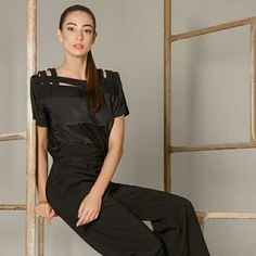Ombros marcados e muito estilo. Agora disponível em branco. Entre em contato 51 98085885. #juliannafraccaro #easychic #inverno2016 #alfaiataria #look_jln #modabrasileira #fashion #ropadediseño #portoalegre #modafeminina
