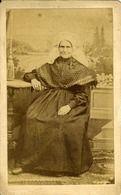 1880. Onbekende, waarschijnlijk Tilburgse, vrouw in Brabantse klederdracht. #NoordBrabant