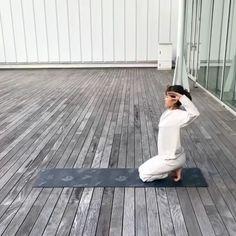 Best Yoga Videos, Yoga Sun Salutation, Yoga Motivation, Relaxing Yoga, Yoga Moves, Morning Yoga, Vinyasa Yoga, Yoga Routine, Yoga Benefits