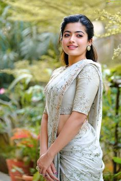 Rashmika Mandanna Latest Photos in Saree Beautiful Girl Photo, Beautiful Girl Indian, Most Beautiful Indian Actress, Beautiful Saree, Indian Actress Photos, Indian Actresses, Beautiful Bollywood Actress, Beautiful Actresses, Hindus