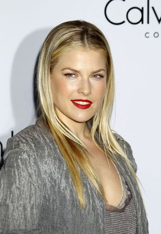 """The beautiful Ali Larter ... Trendy Fashion... While modelling in Italy, Larter met fellow model and aspiring actress Amy Smart and the two """"became instant friends"""", according to Larter"""