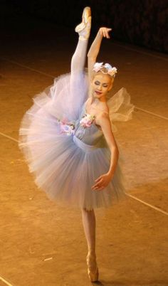 Alina Somova, The Mariinsky (Kirov) Ballet Ballerina Dancing, Ballet Tutu, Ballet Dancers, Ballerina Poses, La Bayadere, Luanna, Russian Ballet, Shall We Dance, Dance Photos