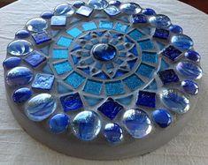 Mosaic Diy, Mosaic Garden, Mosaic Tiles, Garden Art, Mosaics, Garden Ideas, Mosaic Wall, Decorative Stepping Stones, Mosaic Stepping Stones