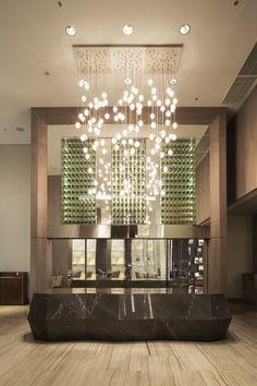 Hotel Hilton Barra - Rio Lobby Reception, Lobby Bar, Western Restaurant, Chinese Restaurant, Hotel Lobby Design, Drop Lights, Luxury Chandelier, Hilton Hotels, Restaurant Lighting